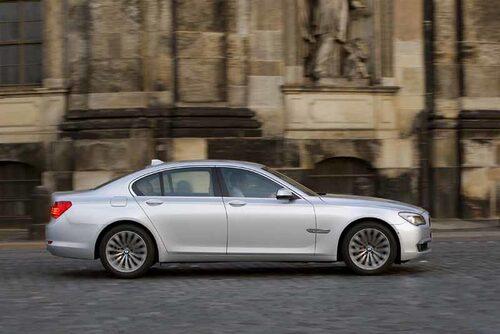 BMW har trollat med linjerna och bilen är större än den ser ut.
