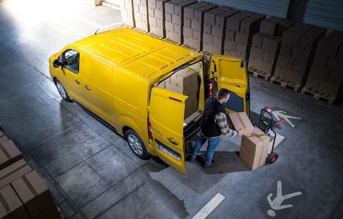 Storlastare. Upp till 6,6 kubikmeter i den största varianten, samma kapacitet som i en dieseldriven Vivaro.