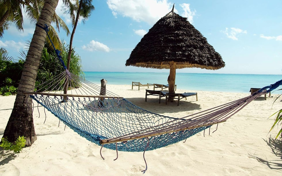 Varför inte testa ett hotell med lyxtält? Ja, det går här på Zanzibar. Tänk typen lyxig safari, men med egen veranda mot havet.