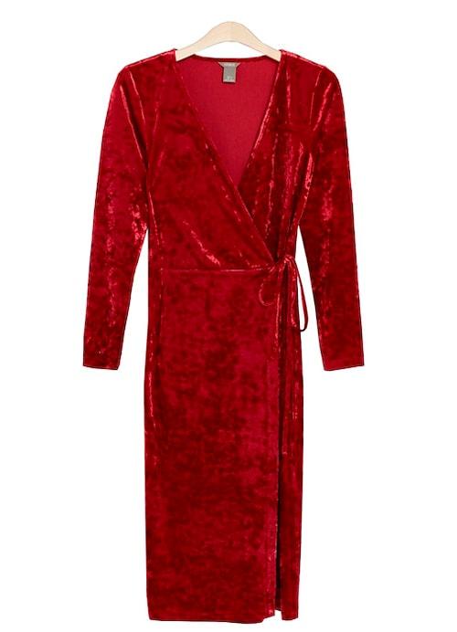 Röd omlottklänning till jul.
