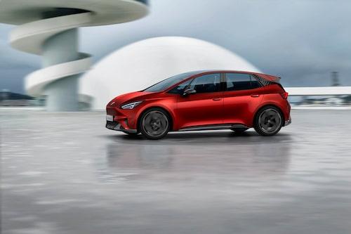Tidigare officiella Seat el-Born bygger liksom Volkswagen ID.-modellen på den läckta bilden på MEB-plattformen och bilarna är i samma storlek.