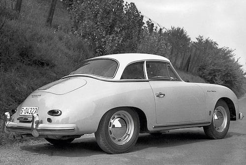 Många förknippar Porsche med ordet Carrera. Det spanska ordet för tävling dök upp på en Porsche första gången efter att Hans Herrmann vunnit sin klass i 1954 års mexikanska Carrera Panamericana. Porsche bestämde att den fyrkamsmotor som suttit i Herrmanns 356 hädanefter skulle kallas Carrera.