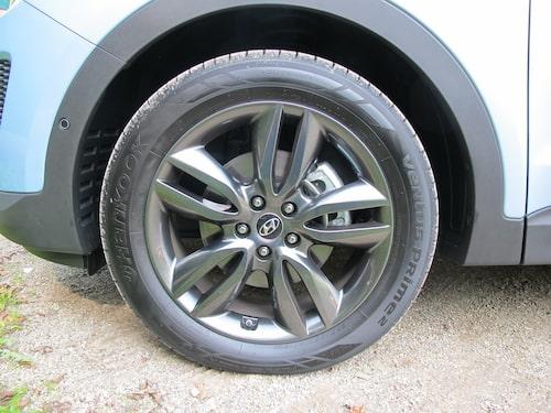 Hjul finns i storlekarna 17, 18 och som här 19 tum.