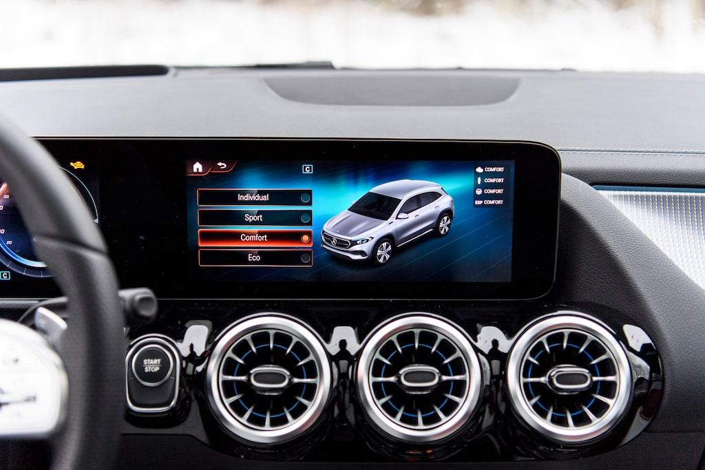 Mercedes MBUX-system är smidigt att hantera. Provbilen utrustad med körlägesväljare.