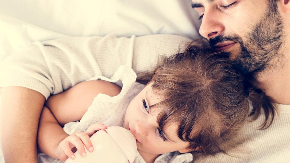 """2-åringen vill bara vara med pappa. """"Jag är så ledsen, jag klarar inte av det här längre"""", skriver mamman. Barnpsykolog Malin Bergström svarar."""