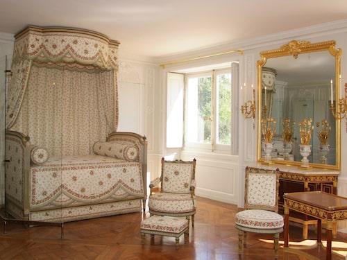 Marie Antoinettes budoir efter renoveringen till stor del bekostad av Breguet.