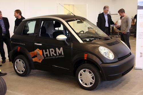 Norska elbilen Think visade också upp sig i Alelion Batteries fabrikslokaler. Lite komiskt att Thinks svenska representanter ser EV Adapts elbil Fiat 500 som en konkurrent, men EV Adapt ser inte Think som en konkurrent. Däremot välkomnar de båda varandra på marknaden.