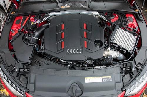 Dieseldriven V6-motor med enkelturbo, eldriven hjälpturbo och mildhybridsystem.