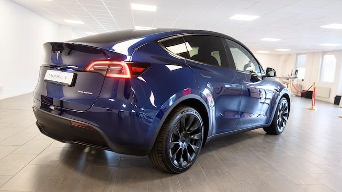En rymligare Tesla Model 3, kan den beskrivas som.