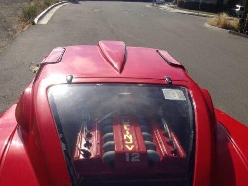 Nej, ingen V12. Under skalet finns en V6:a...
