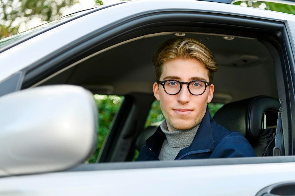 Lever som han lär. Erik Punt har inte haft körkort i ett år än men ägt sin Hirsch sedan han var 15 år.