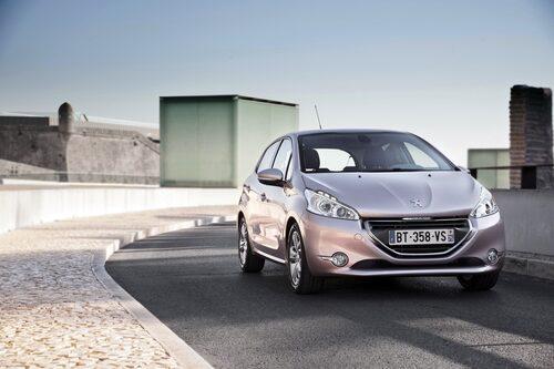 Peugeot har gjort storverk med sin gamla 207 som har fått ett helt nytt och fräscht utseende. Snygg!