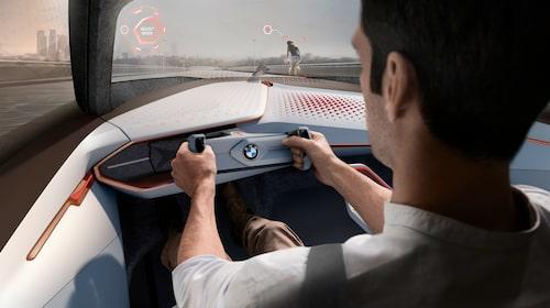 Interiören ser spännande ut. Autonom, men ändå förarens bil är det sagt.