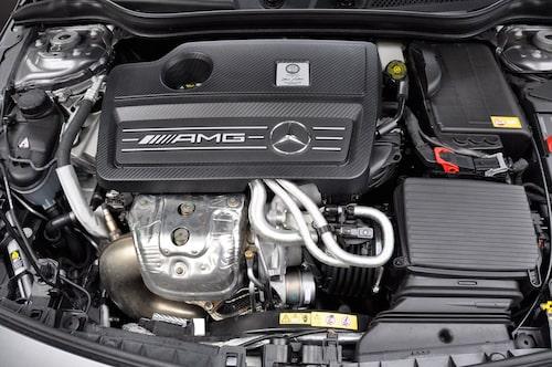 Dubbla turbo i framkant trollar fram 360 hk.