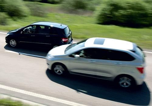 Provkörning av Honda FR-V 2,0 mot Mercedes B 170 CST