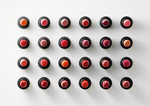 Hermès läppstift kommer i 24 utvalda nyanser.