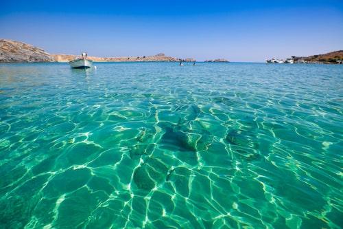 Stränderna i Lindos bjuder på kristallklart vatten och gyllene sand.