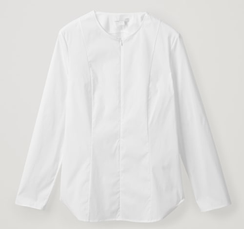 Figursydd, vit skjorta från Cos.