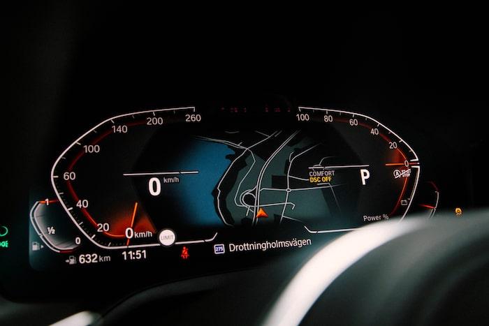 Digitalt mätarkluster känns igen från övriga BMW-modeller.