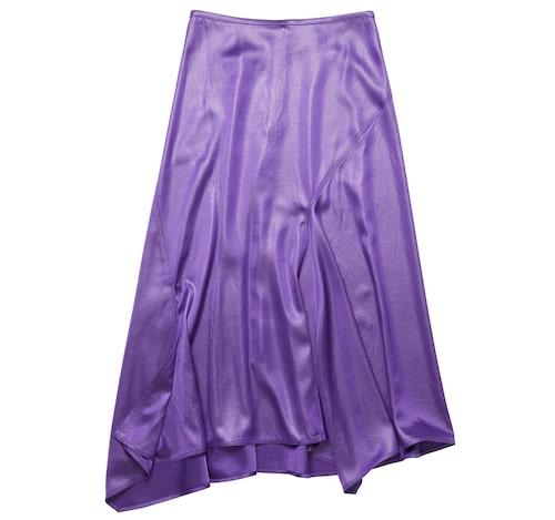 Lila sidenkjol från Acne Studios. Klicka på bilden och kom direkt till kjolen.