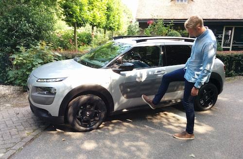 Vår Erik Wedberg sparkar på C4 Cactus 2014, nu sparkar Citroën själva modellen.