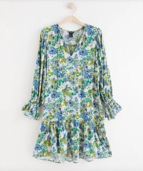 Blommig klänning från Lindex.