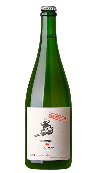 Druvig, söt och frisk smak med fina bubbler får man i Loimer Sparkling Grape Juice.