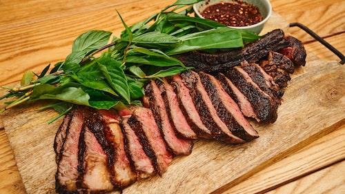 Kött är en av Irlands stoltheter. Du kan köpa irländskt nöt- och lammkött i svenska livsmedelsbutiker. Håll utkik efter Bia Bord Quality-märkningen så vet du att köttet är av bästa kvalitet och att gården följer det noggranna, irländska regelverket.