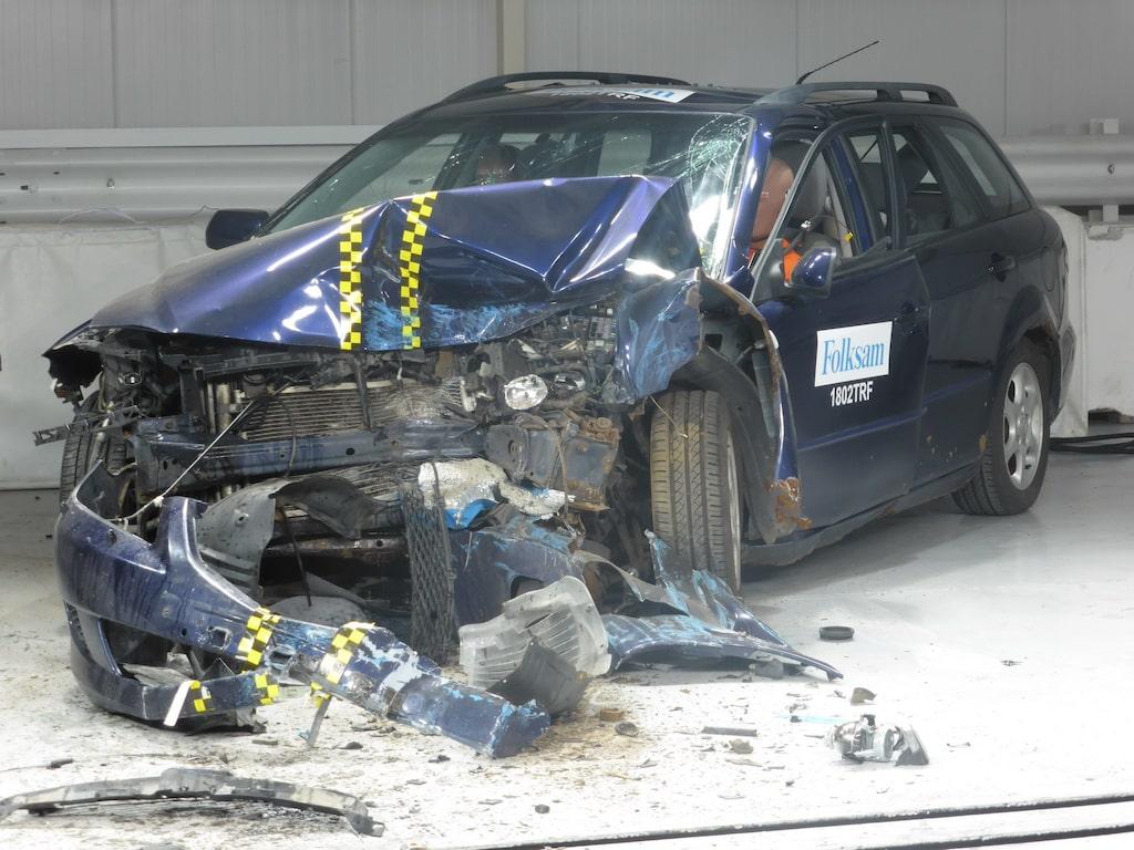 Rostig Mazda 6 i krocktest