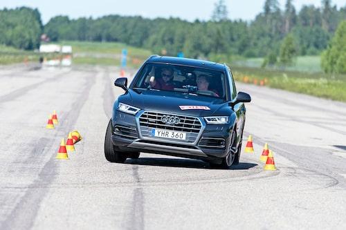 Audi presterar ovanligt bra, i synnerhet med tanke på karosstyp och däckbestyckning. 80 km/h i älgtestet är imponerande.