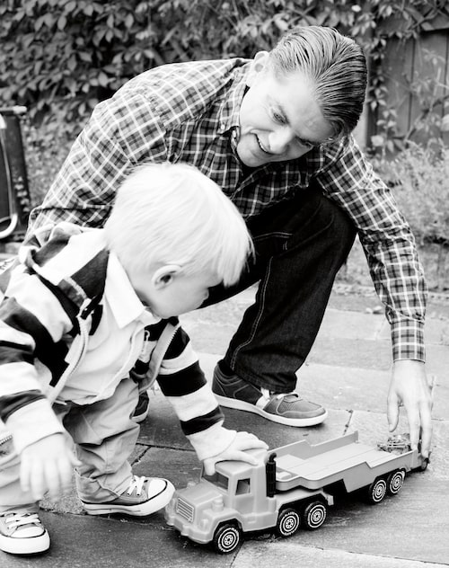 """""""Lek med mig pappa!"""""""