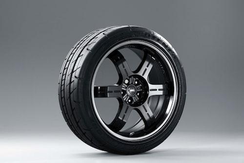 Samma fälgar som NISMO sålt sedan september förra året, skodda med Bridgestone Potenza, vad annars?