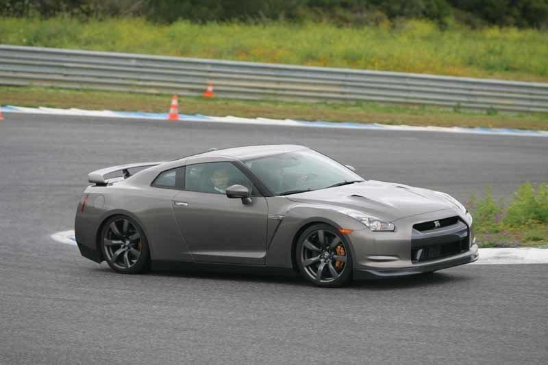 Provkörning av Nissan GT-R