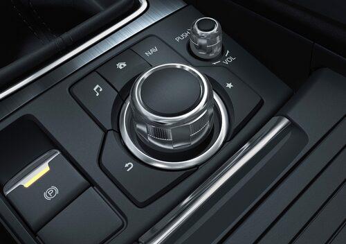 Snyggt och prydligt och bra känsla i såväl spakar som vred. Snygg uppstyrning av interiören Mazda.