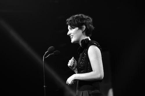 Phoebe Waller-Bridge tar emot ett av alla priser hon fått för serien Fleabag.
