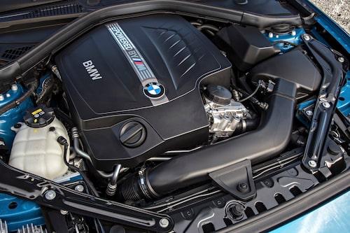 Motorn är i grunden densamma som i M3/M4.  I M2 är effekten rejält nedskruvad.