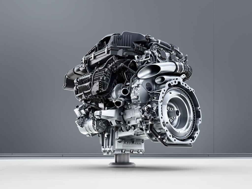 Mercedes nya bensinsexa M256.
