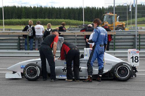 Daniel Ivarsson fick bryta i andra heatet på grund av havererad elektronik.