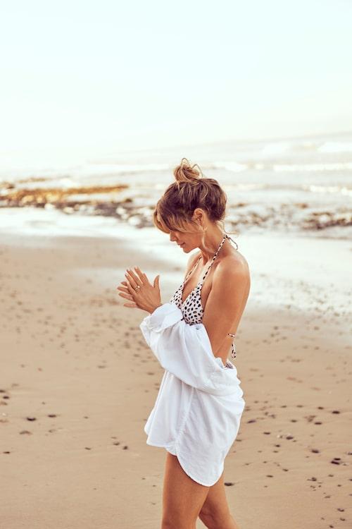 Designern Valerie Aflalo i bikinitopp från hennes samarbete med Ellos.