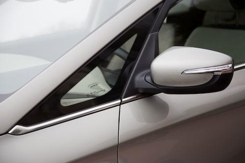 Integrerade blinkers i backspeglarna. Del av den nya designen.