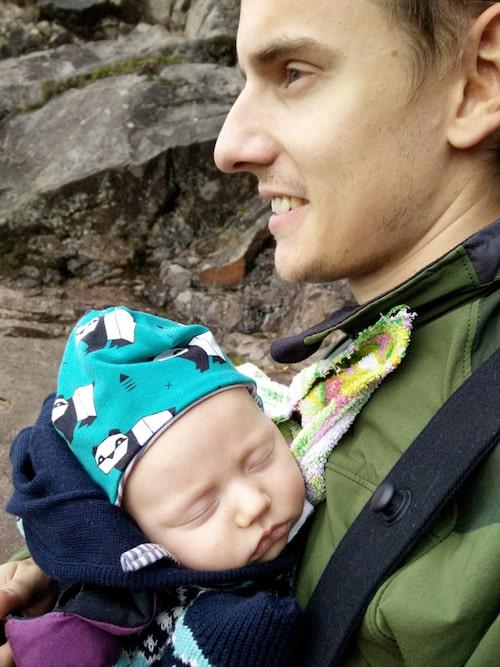 Elinas sambo Jonas med dottern Milla. Foto: Privat