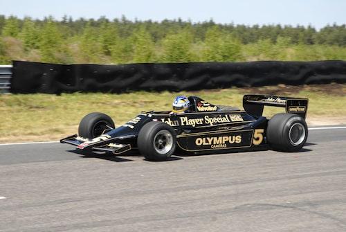 Stefan Johansson luftade Ronnie Peterson och Mario Andrettis Lotus 79 från 1978.