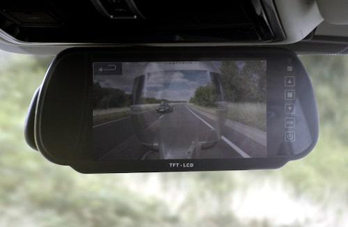 Men med Transparent Trailer kan man som förare plötsligt ha full koll rakt bakom husvagnen.