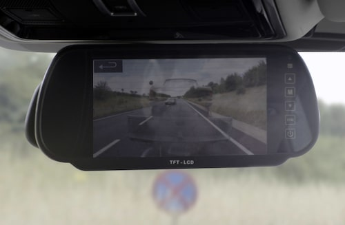 Men med Transparent Trailer kan man som förare plötsligt ha full koll rakt bakom bilsläpet.