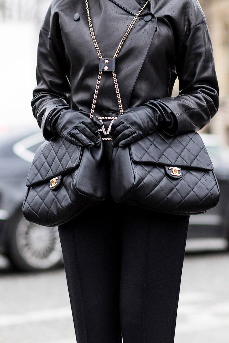 Varför satsa på en Chanel-väska, när man kan ha två? ;)