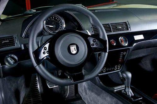 Instrumeteringen är sparsmakad. Inget elektroniskt bling-bling bara för att det ska se modernt ut, har varit parollen. Allt har en funktion. Automatlådan med dubbla kopplingar kommer från Volkswagen. Sparar bränsle och ger bättre prestanda än vanlig automat.