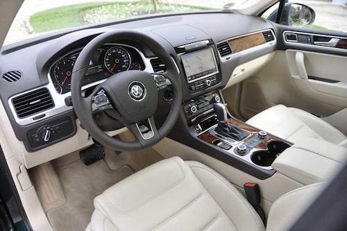 Proper och typisk VW-betonad interiör i nya Touareg.