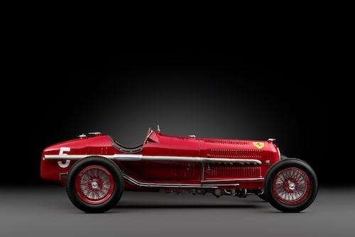 Vem skulle inte vilja ha en så här läcker Alfa Romeo som dessutom har dubbla kardanaxlar?