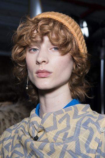 Tips på korta frisyrer för lockigt hår 2021.