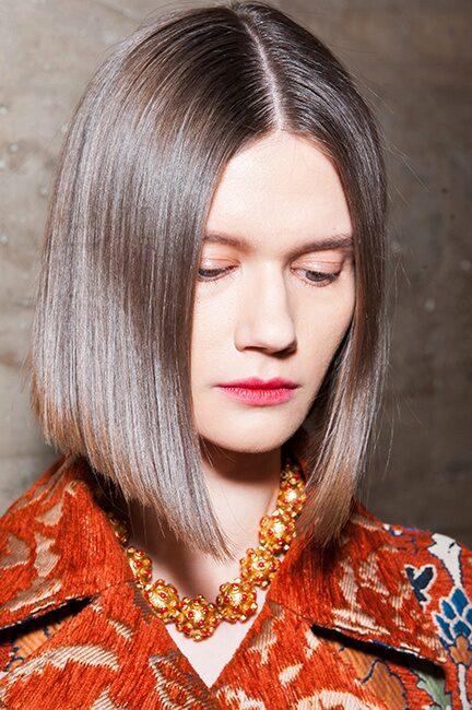 En spikrak page ger din look attityd – låt håret vara längre framtill för en tydlig inramning.
